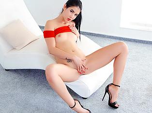 High-heeled brunette masturbates till orgasm