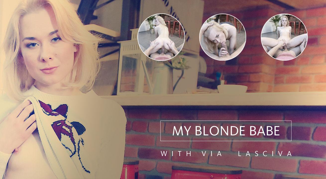 Naked blondie satisfies desires